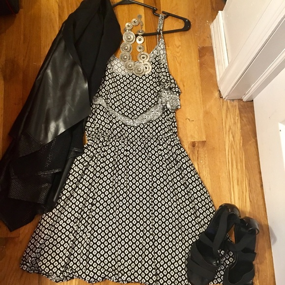 Xhilaration Dresses & Skirts - 🎉SALE🎉 Black & white xhileration dress, L
